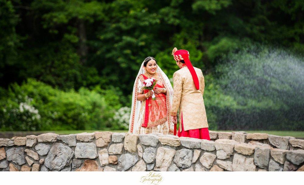 aqua-turf-club-first-look-wedding-photos