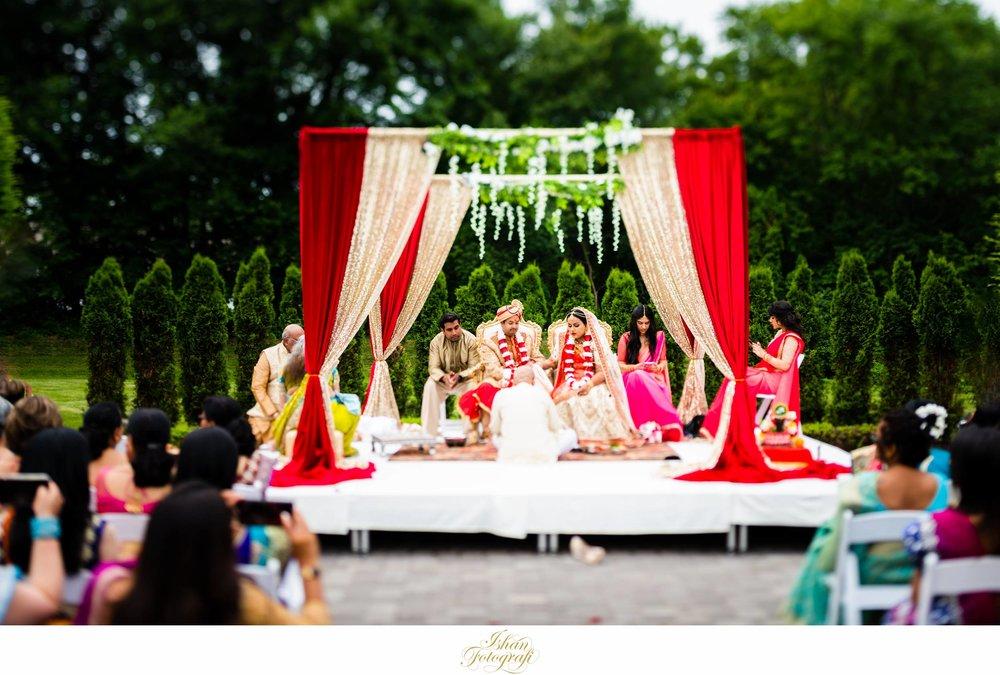 outdoor-wedding-ceremony-aqua-turf-club