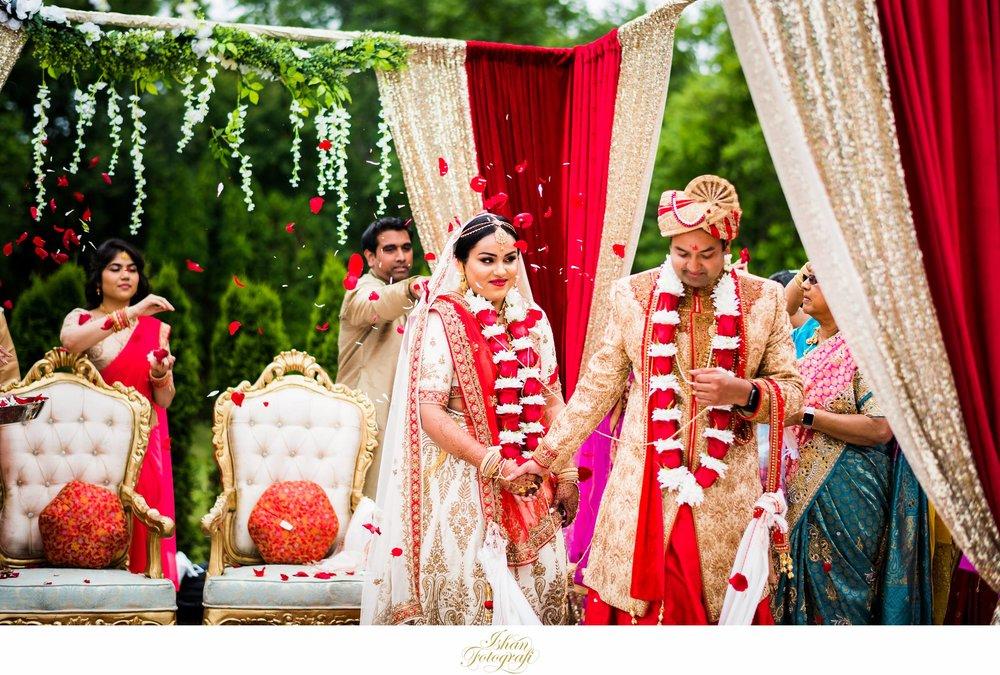 outdoor-wedding-ceremony-aqua-turf-club-connecticut