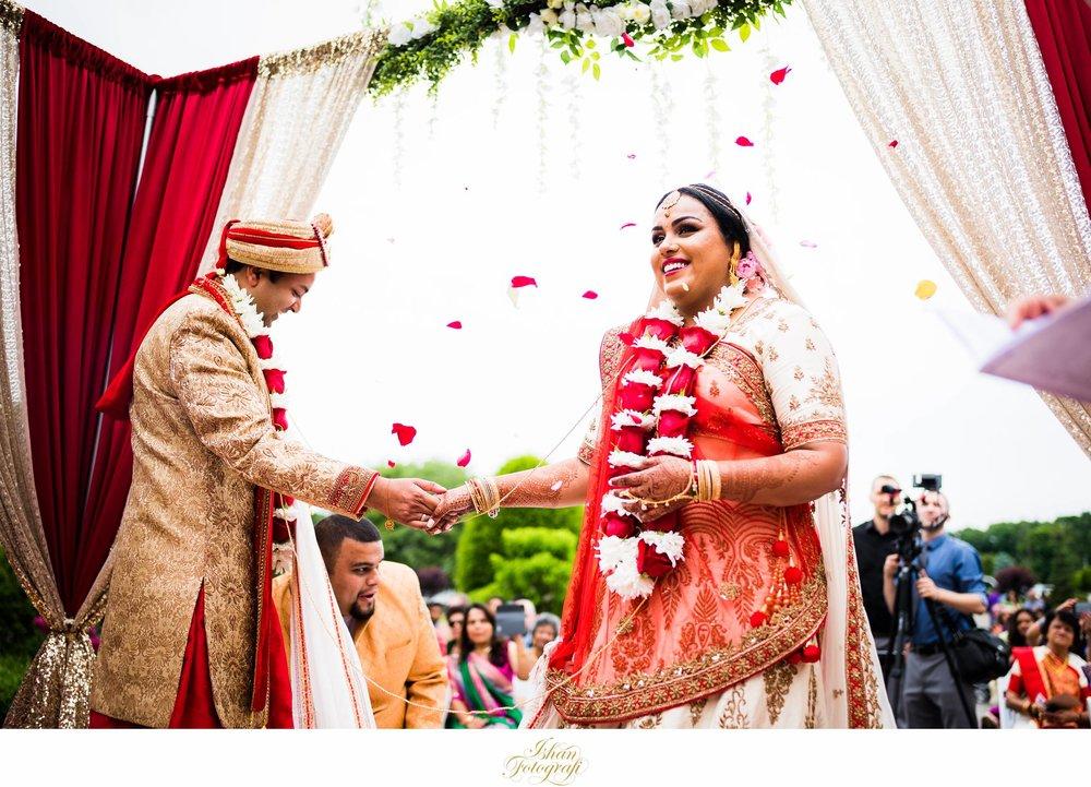 outdoors-indian-wedding-ceremony-aqua-turf-club