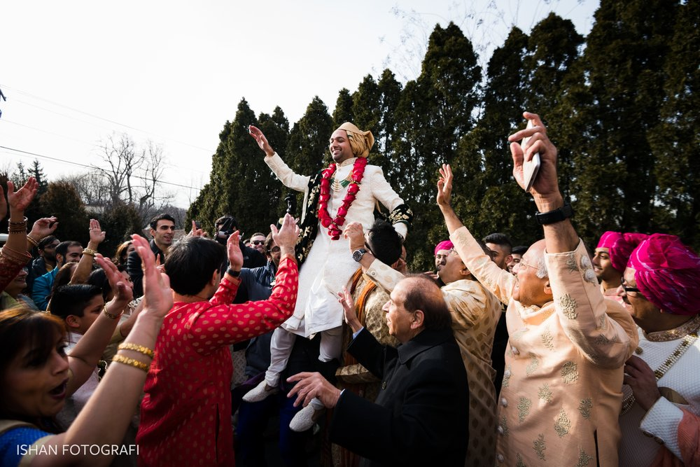 south-asian-wedding-baraat-photos-at-leonard's-palazzo