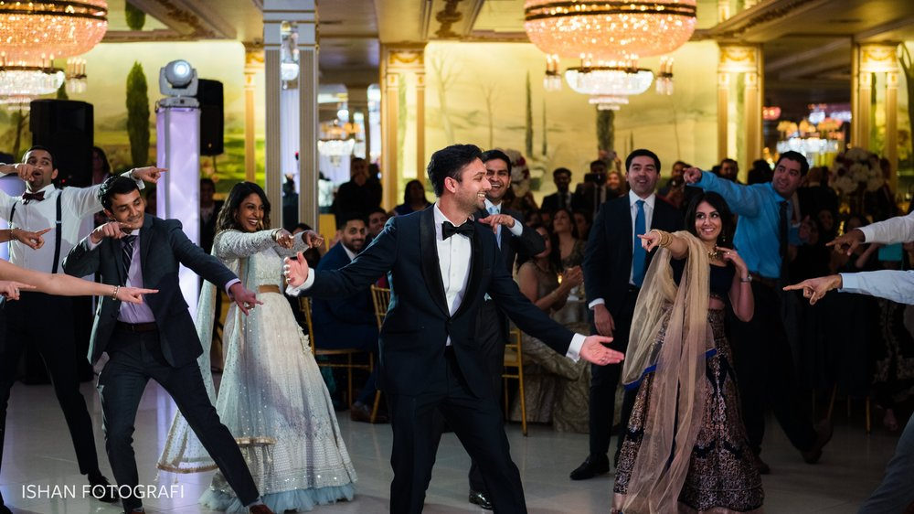 groom-wedding-reception-leonard's-palazzo-photos