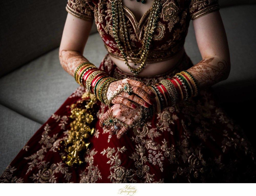 bride-getting-ready-Hyatt-Place-Asheville