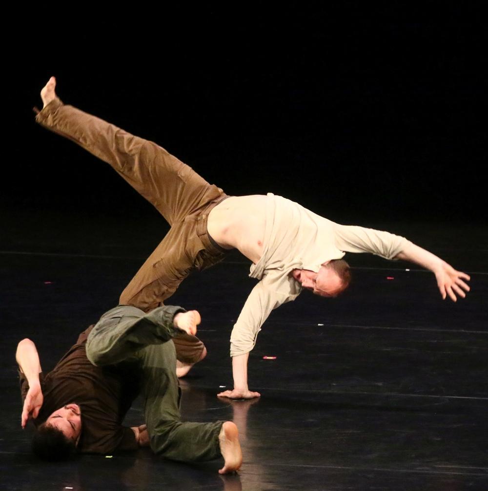 """Gauthier Dance/Dance Company Theaterhaus Stuttgart Produktionspreis:  : """"Becoming"""",  Matthias Kass   &  Clément Bugnon"""
