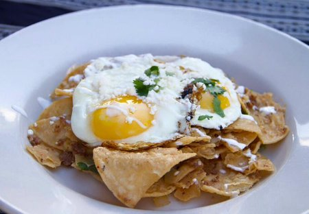 PC: El monumento - (Pictured: chilaquiles verdes)