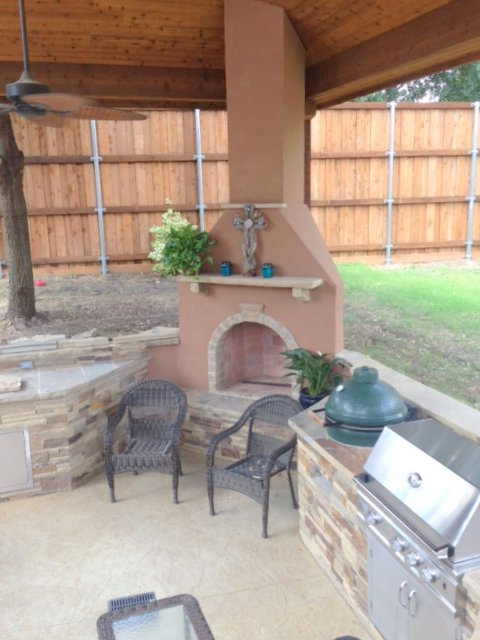 outdoor_kitchen_fireplace.jpg