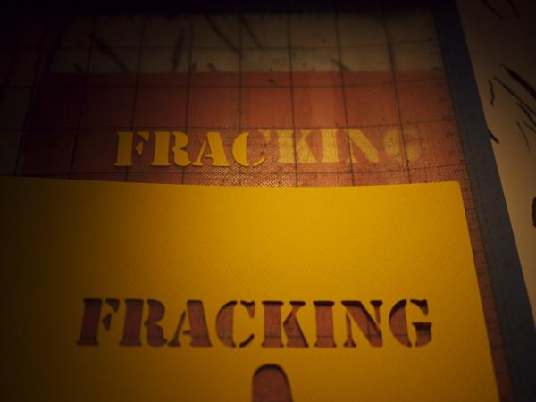 Kneeling_leaf_no_frack_3.jpg