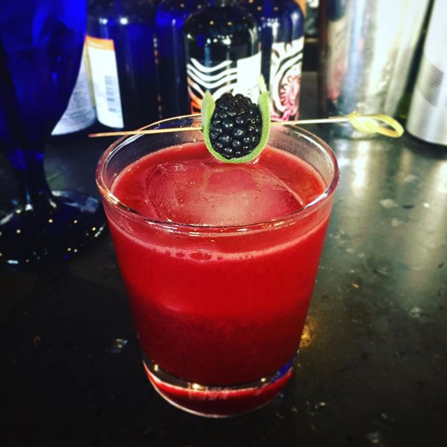 One of my favorite cocktails in the city: the Wise Old Man at Sidebar. Tequila, honey, and blackberry sage shrub. #happyhour #sidebar @sidebar_columbus