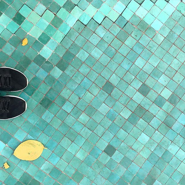1 tile, 2 tile, thousands of tiles. ▫️▪️▫️ #tiles #aqua #mosque #footsie #mosaic