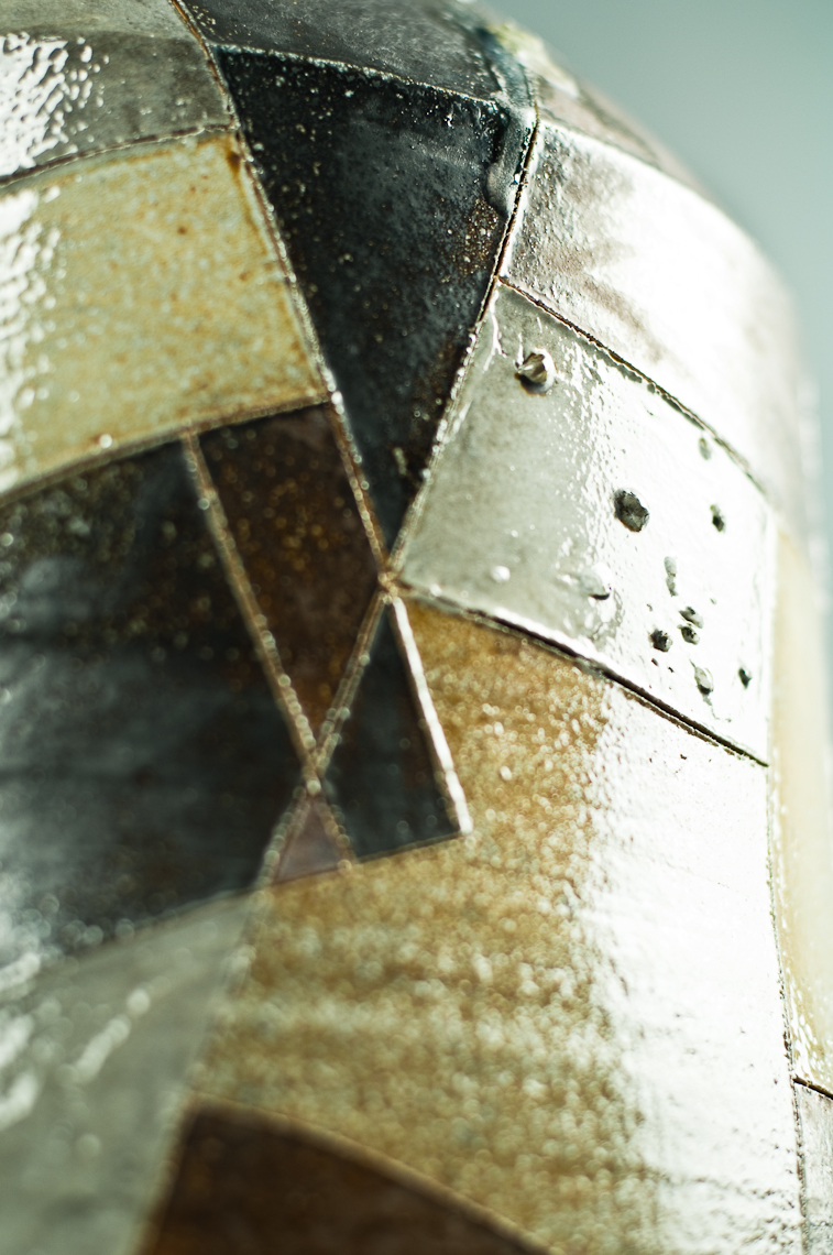large pattern bottle-detail.jpg