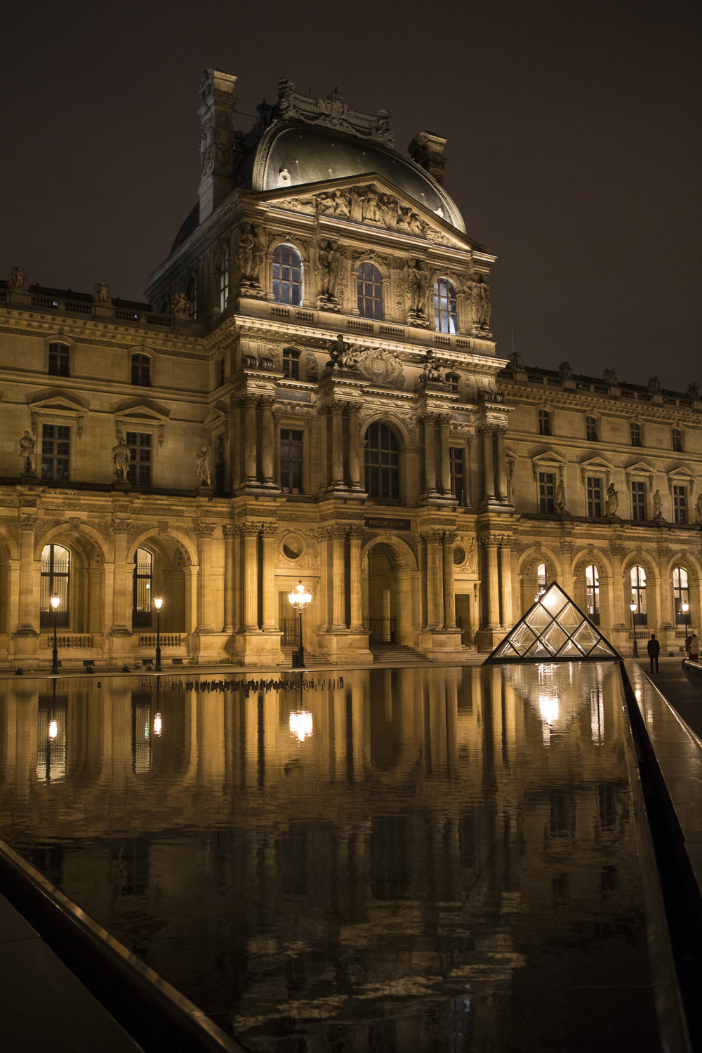 Louvre at night-7.jpg