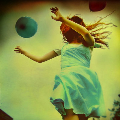 photography,retro,balloons,child,happiness,dress-afc70263ba690b06b1b623cb5c440bfd_h.jpg