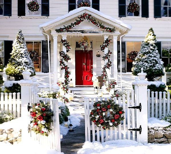 White-Christmas-House-With-Decorations.jpg