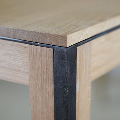 fhorm :     #frame #wooden #table