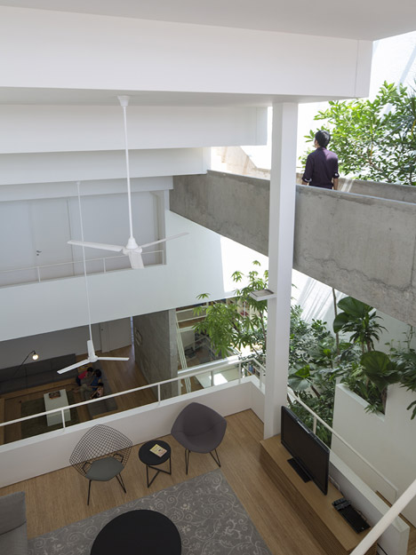 cabbagerose :     terrace house, singapore/formwerkz architects   via:  dezeen