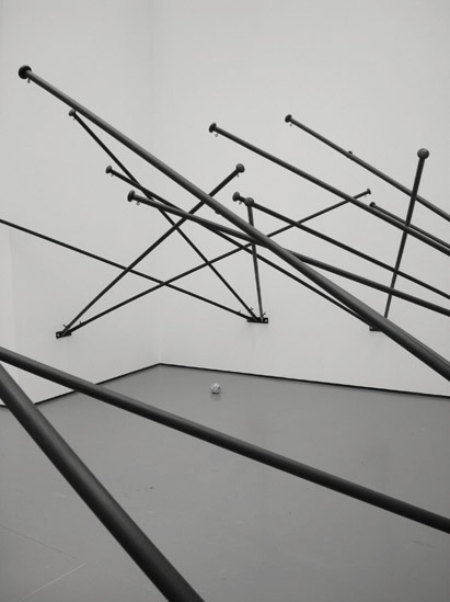 dromik: Latifa Echakhch, Fantasia (empty flag), 2008.
