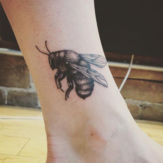 Une petite abeille! Merci!