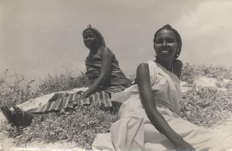 manufactoriel :     Deux jeunes femmes somaliennes, 1970