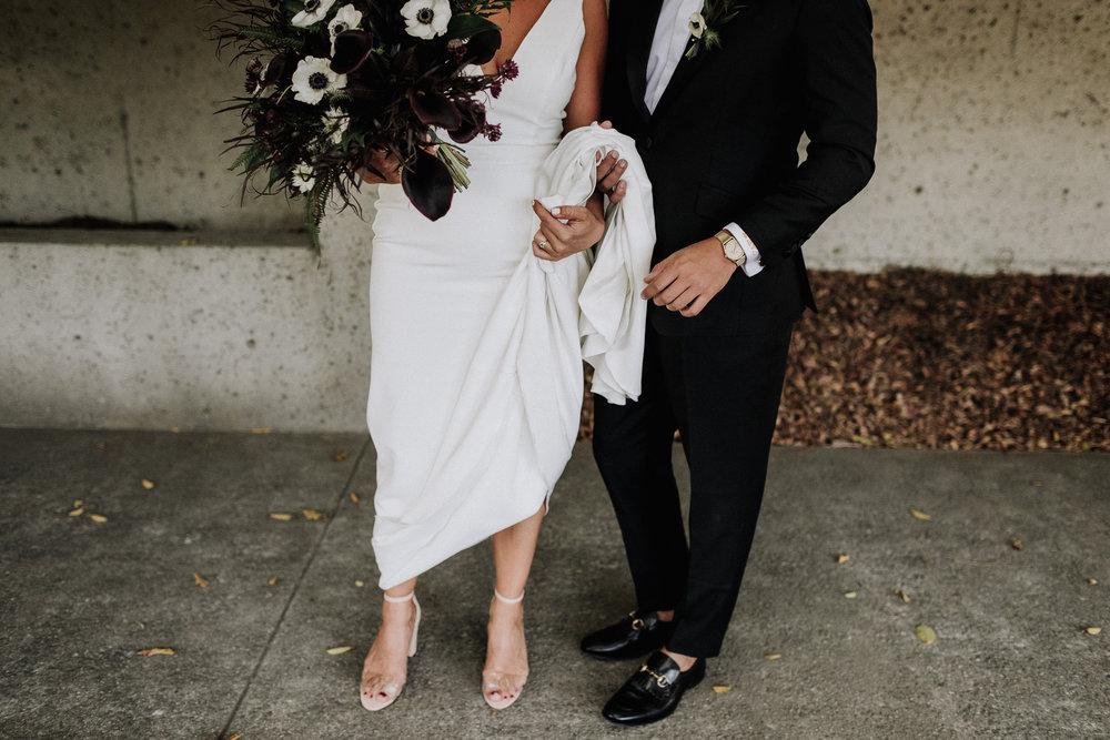 Oakland Museum of California Wedding #fallwedding #modernwedding #minimalswedding #BayAreaWeddingPhotographer