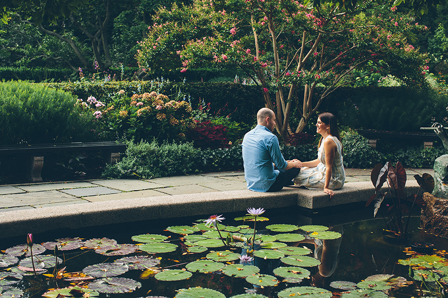 CASEY-ERIC-NYC-CENTRAL-PARK-CONSERVATORY-GARDENS-ENGAGEMENT-SESSION-CYNTHIACHUNG-0018.jpg