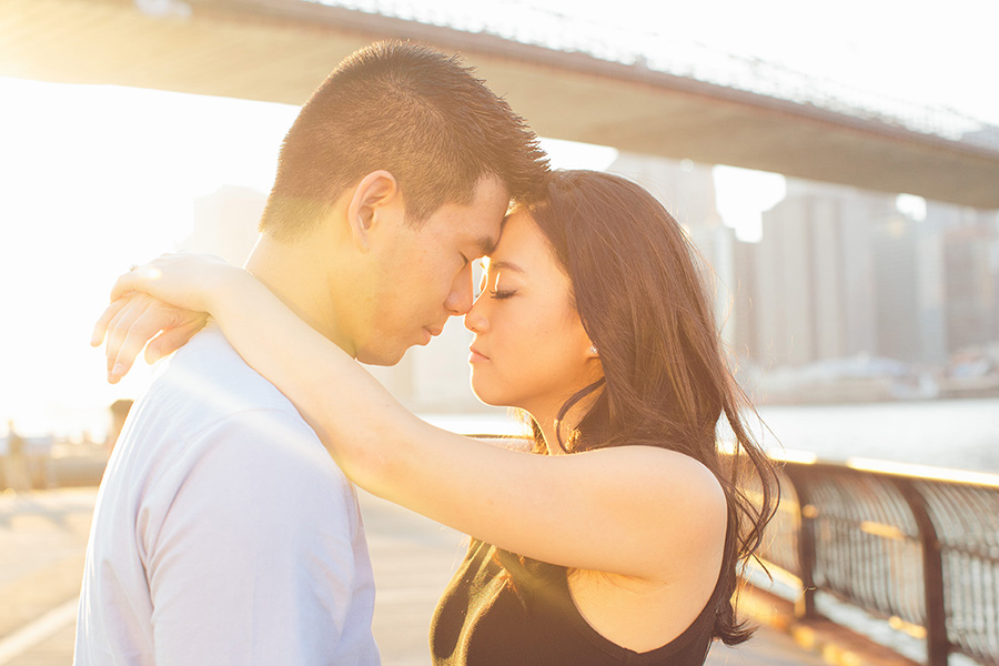 ELIZA-DAVID-NYC-BROOKLYN-BRIDGE-PARK-ENGAGEMENT-SESSION-CYNTHIACHUNG-0032.jpg