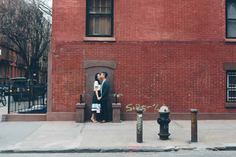 kate-thomas-nyc-highline-chelsea-engagement-photography-session-cynthiachung-0035.jpg