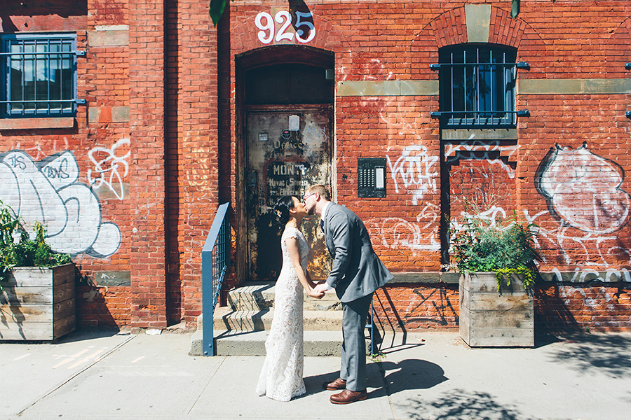 NEW-YORK-CITY-WEDDING-PHOTOGRAPHER-VINEGAR-HILL-HOUSE-INTIMATE-DUMBO-WEDDING-ELOPEMENT-MANHATTAN-BROOKLYN-WEDDING-PHOTOGRAPHY-0131.jpg