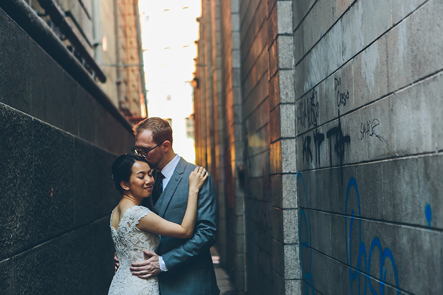 NEW-YORK-CITY-WEDDING-PHOTOGRAPHER-VINEGAR-HILL-HOUSE-INTIMATE-DUMBO-WEDDING-ELOPEMENT-MANHATTAN-BROOKLYN-WEDDING-PHOTOGRAPHY-0016.jpg