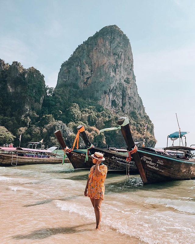 Seas the day darling, just enjoying that Thai sun! ⠀ ⠀ Happy hump day!⠀ ::⠀ ::⠀ ::⠀ ::⠀ ::⠀ ::⠀ ⠀ #latinatraveler #latinaswag #mujereslatinas #viajarporelmundo #travelislove #loveistraveling #travelgram #travelawesome #travellife #viajaresvivir #exploremore #mujeresviajeras #latinamerican #latinas_ig #lovetotraveltheworld #blackgirlmagic #lovetheearth  #viajandosempre #ignyc #dominicanatraveler #washingtonheightsgirl #mauryaroundtheworld #travelers #wandering #theglobewanderer #travelersnotebook #travelpic #bossbabes007 #thailand #krabi ⠀