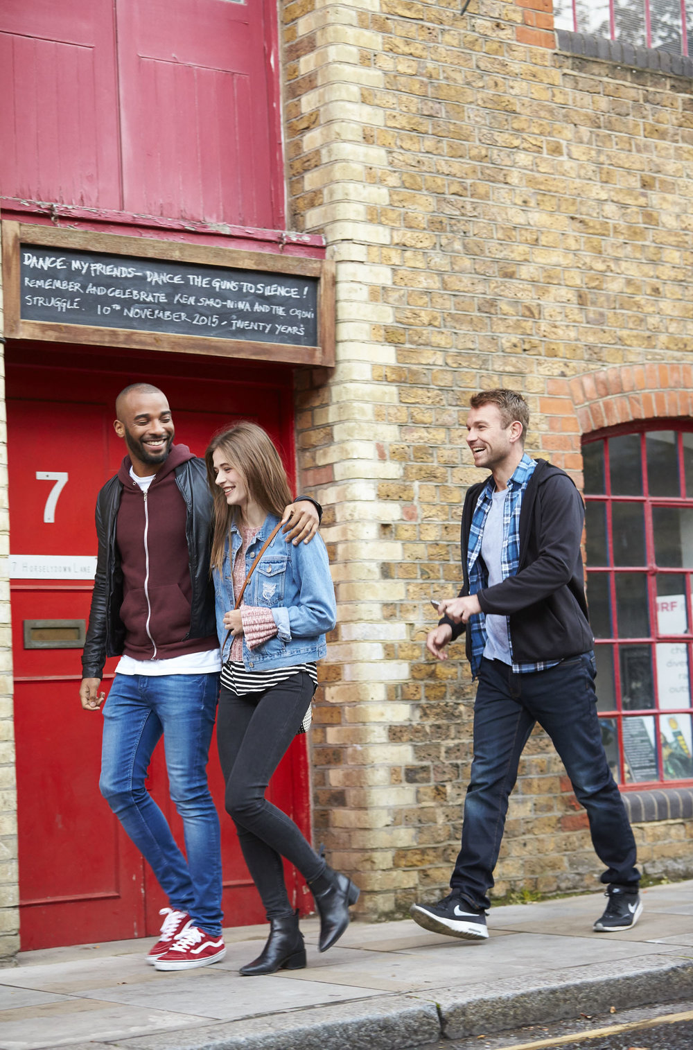 HPTCOR15040_LONDON_STREET_MILLENNIALS_0134.jpg
