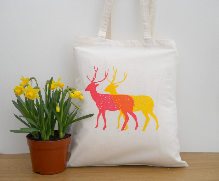 deer tote nxt to daffodils low res.jpg