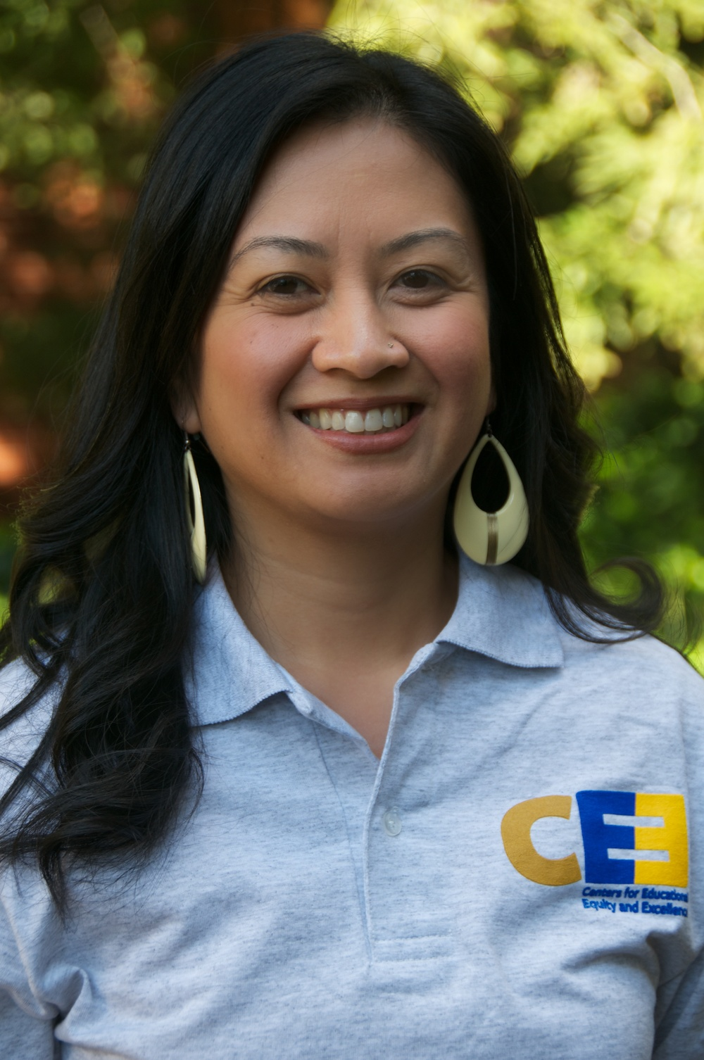 "Donna Vivar EOP Associate Director/Academic Counselor dvivar@berkeley.edu ""People will forget what you said, people will forget what you did, but people will never forget how you made them feel."" -Maya Angelou"