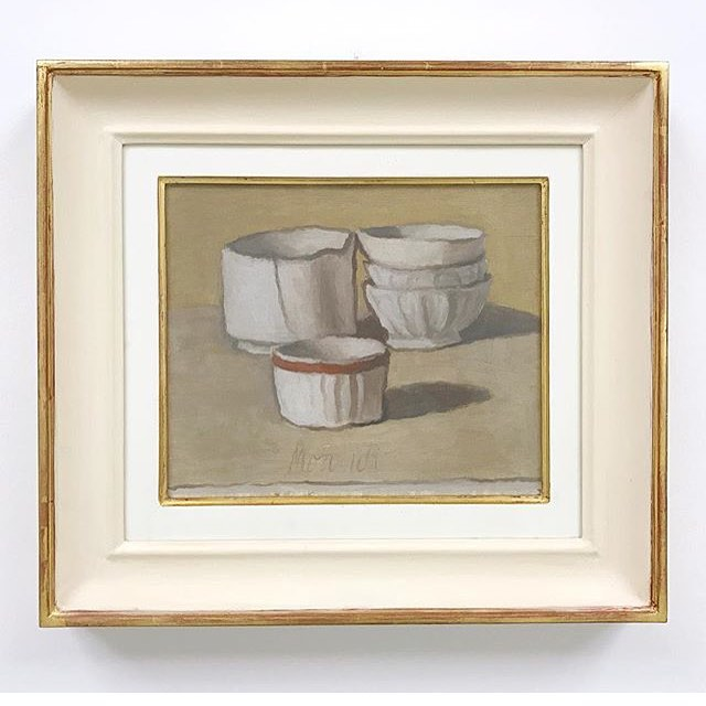 Today #ontheblog I wrote a post about my struggle to find simplicity in my work. You might also say it's about #slowart - as I was writing the post I searched for a painting by Morandi because his work has been a strong influence of mine. Thank you to @tommasocalabro for allowing me to repost this lovely image of Morandi's work from the Museo del Novecento. I'm consistently inspired by Morandi's use of every day objects and his color palette. I hope you'll click the link in my profile to read the post and I'd love to chat here about it!