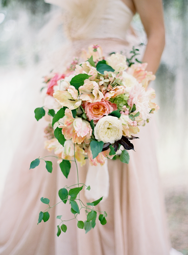 peach-wedding-bouquets.png
