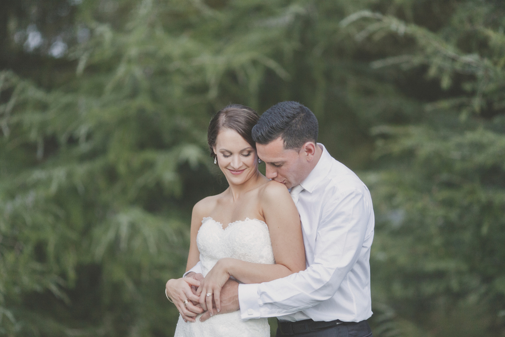 Bride and groom portraits at Sarnia park in Cambridge, New Zealand. Photos by Jenny Siaosi
