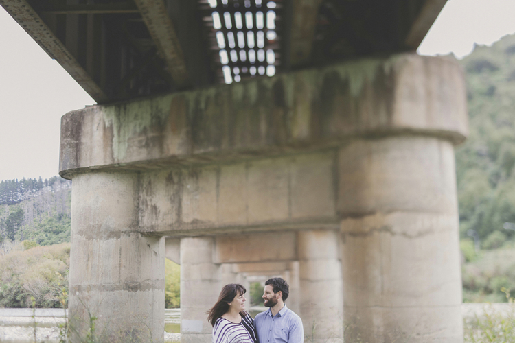Married couple share moment together under the Hutt river bridge. Photo by Siaosi Photography.