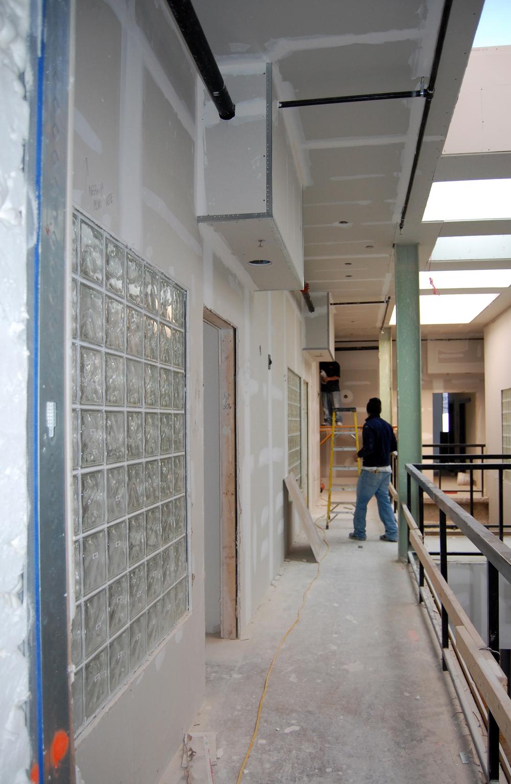 115 E Broad - Corridor.jpg