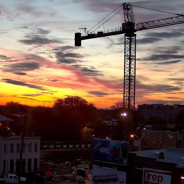 Amazing sunrise today, wishing a good morning to @kbsgc.inc at #marshalllofts . . #jacksonward #newconstruction #walterparksarchitects #sunrise #rva