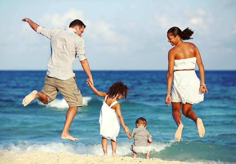 Playa-del-Carmen-Family-Portrait_0004s.jpg