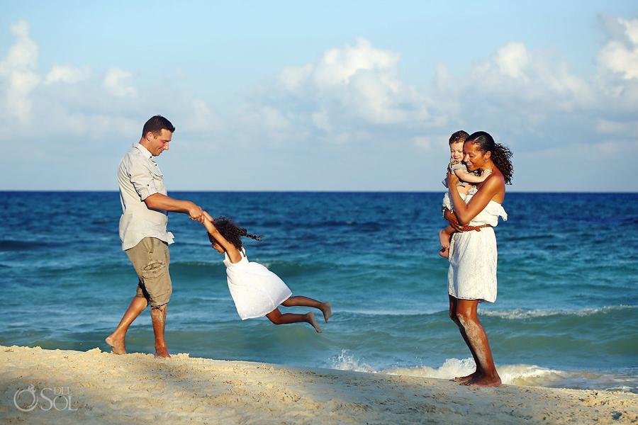 Playa-del-Carmen-Family-Portrait_0015s.jpg