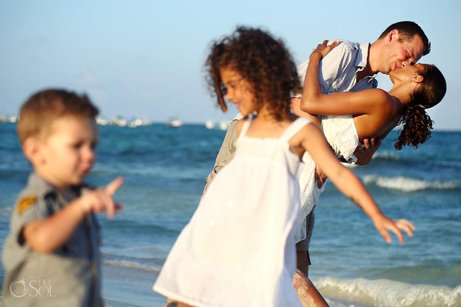 Playa-del-Carmen-Family-Portrait_0011s.jpg