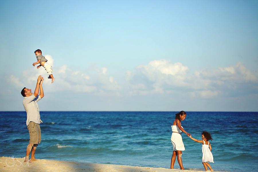 Playa-del-Carmen-Family-Portrait_0013s.jpg
