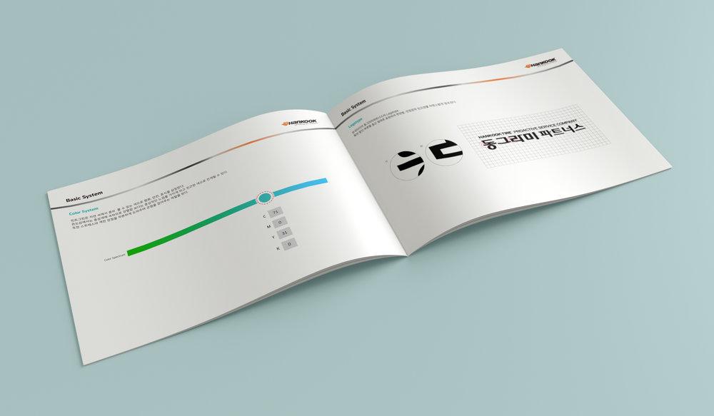 02_Mockup_HorizontalA5_Brochure_2.jpg