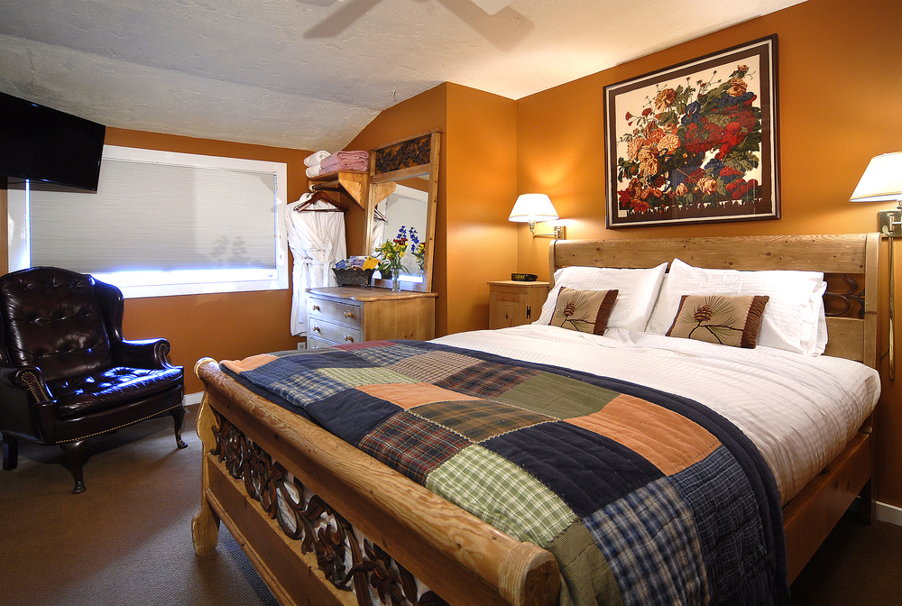 PurpleMtn_30 crested butte room.jpg