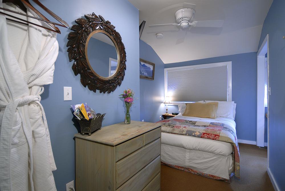 PurpleMtn_18 red lady room.jpg