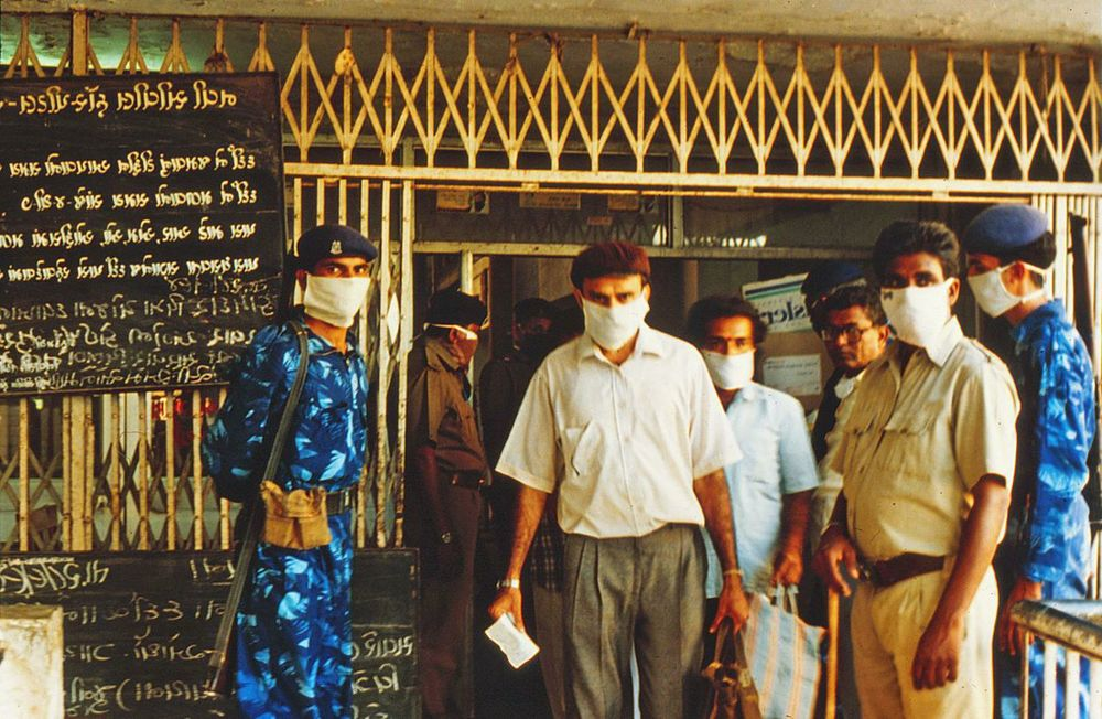 Well after the 1994 pneumonic plague outbreak had sparked a mass exodus of some 400,000 people from Surat, Indian military officials enforced quarantine on the town's Civil Hospital.