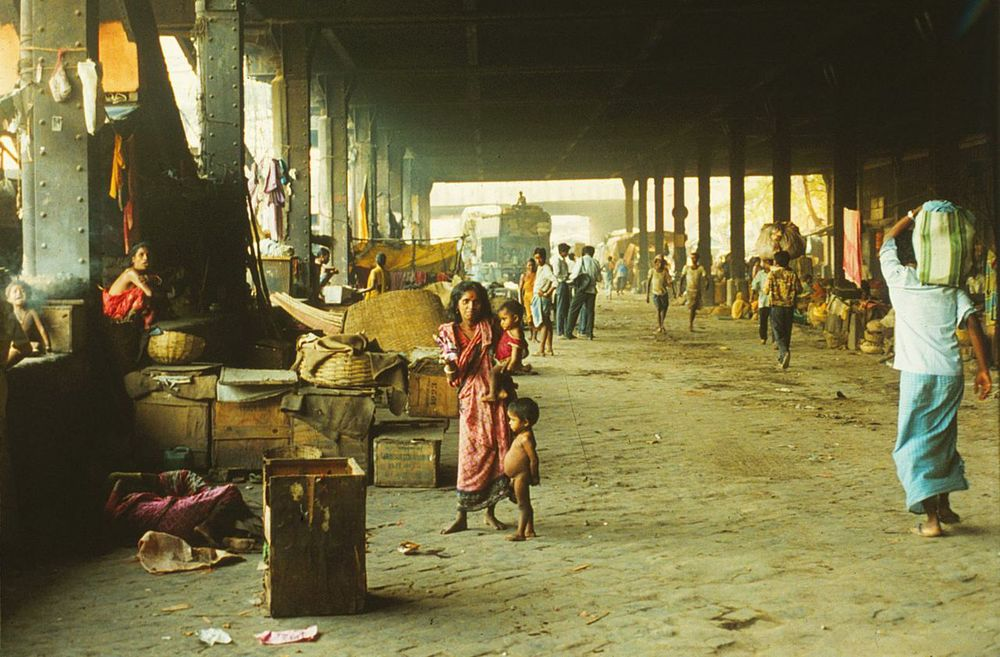 Under a bridge in Calcutta a mother and her three children live, having moved from Bangladesh. Every day some 1 million people cross a border, all too often ending up like this.