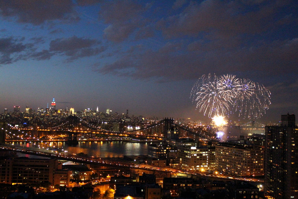 Fireworks Over the East River (2)
