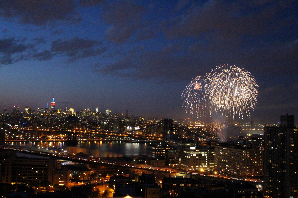 Fireworks Over the East River (14)