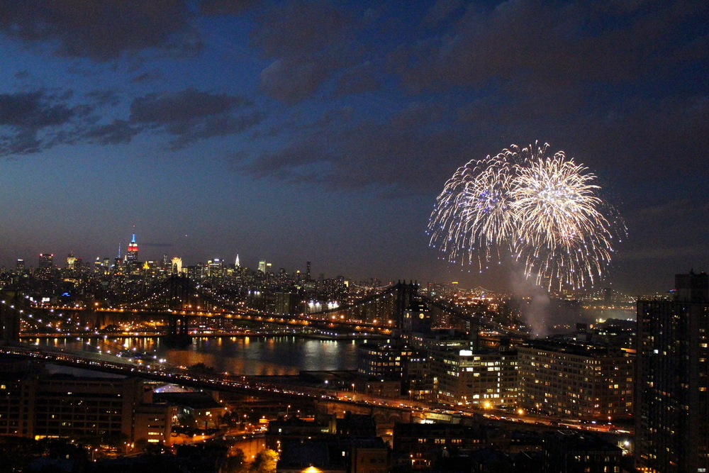 Fireworks Over the East River (15)